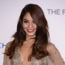 Vanessa Hudgens stacks rose gold Monica Vinader Siren rings to the UK premiere for The Frozen Ground, London 2013.